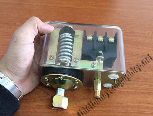 Rơ le máy nén khí có công dụng ngắt điện trên thiết bị