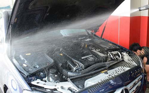 Bạn băn khoăn: Có nên rửa máy xe ô tô không?