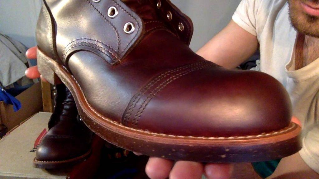 đánh giày da bằng xi sáp
