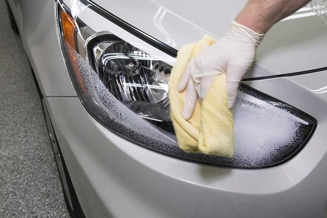 Phương pháp rửa xe ô tô không cần nước sử dụng một loại hóa chất vệ sinh đặc biệt