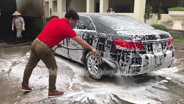 Rửa xe bằng công nghệ rửa xe không chạm