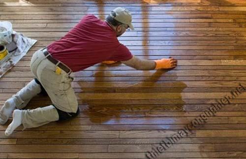 Đánh bóng sàn gỗ bằng phương pháp thủ công