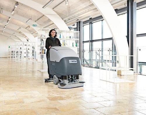 Sử dụng máy chà sàn tiết kiệm công sức, thời gian và chi phí