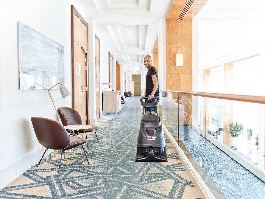 Sử dụng máy lau sàn đúng cách sẽ hạn chế xảy ra sự cố hỏng hóc