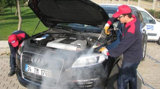 Máy rửa xe nước nóng cho khả năng làm sạch khoang động cơ nhanh chóng