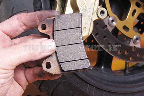 chỉnh phanh đĩa xe máy